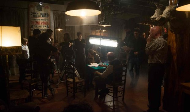 """Daniel Ortiz, en el centro, durante el rodaje de """"La Guarida"""", de Iago de Soto."""