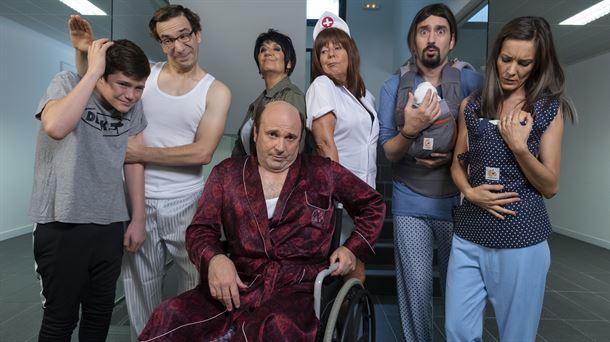 Daniel Ortiz en una imagen de promoción de la serie Vecinos por Obligación