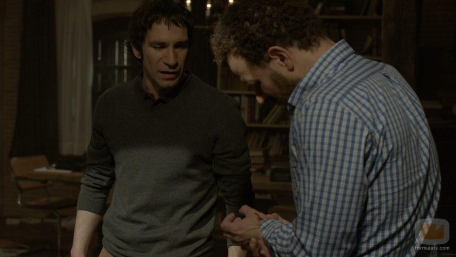 Daniel Ortiz y Marc Martínez en una escena de Luna, el misterio de Calenda