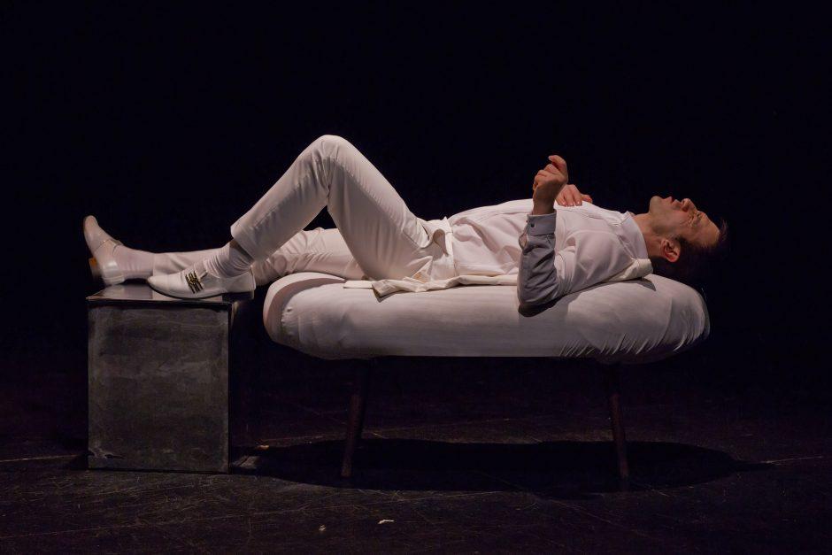 El actor Daniel Ortiz representando el monólogo teatral PRELUDIO, de Jesús Ruiz Mantilla